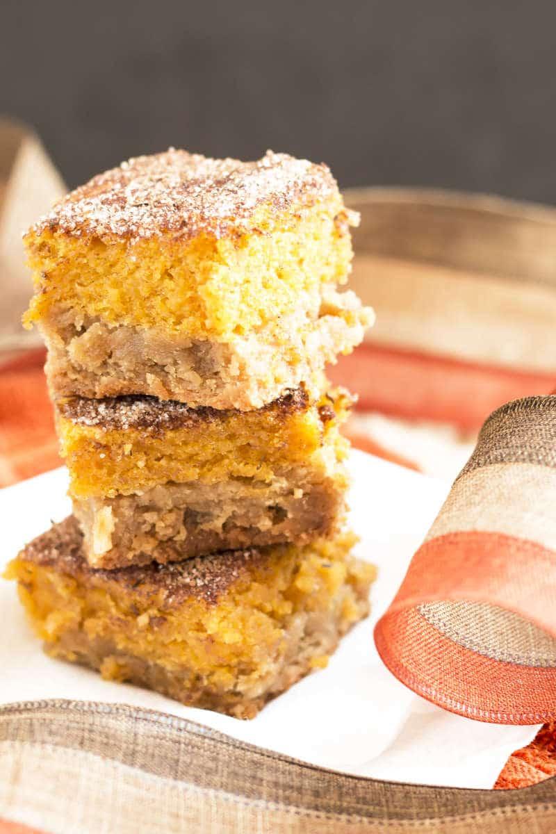 Pumpkin Pie Snickerdoodle Bars | Snickerdoodle cookies meet the classic pumpkin pie in this Fall Thanksgiving dessert bar recipe.