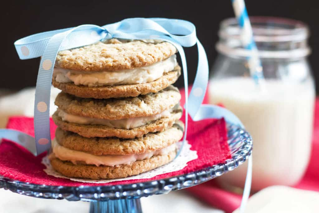 """""""Little Debbie"""" Oatmeal Creme Pies from Scratch 