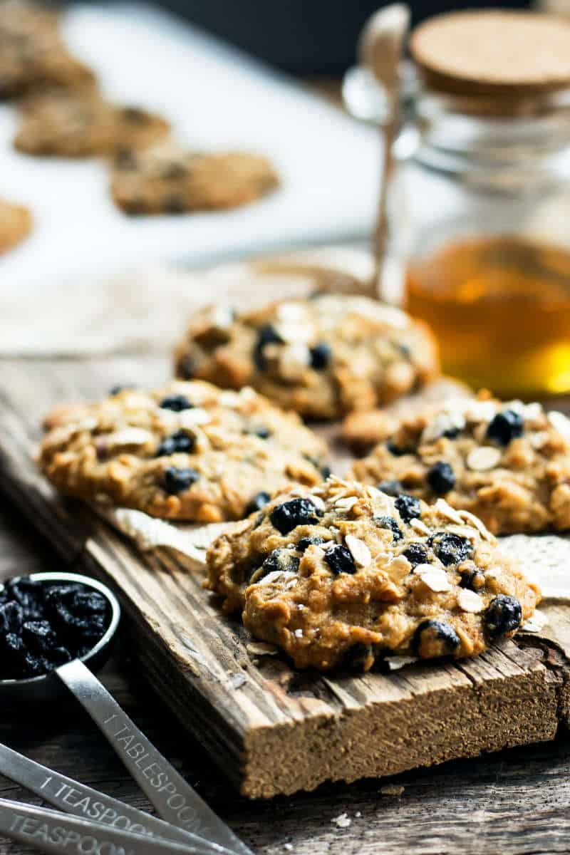 Blueberry & Oats Breakfast Cookies | A gluten free breakfast cookie recipe full of blueberries and oats!