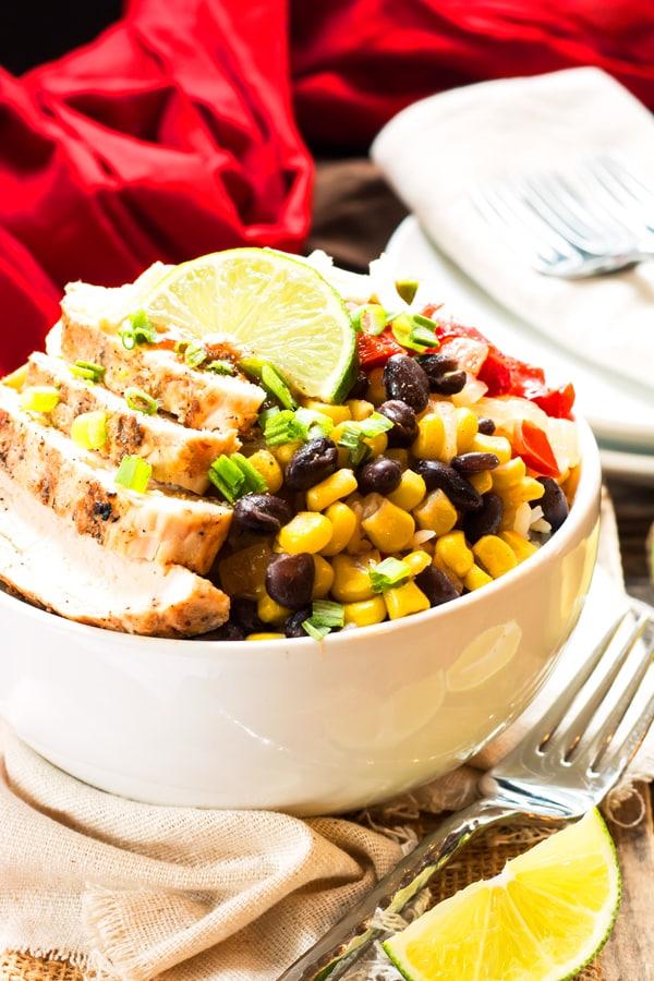 """Chipotle"" Chicken Fajita Bowl | An easy, delicious, go-to weeknight dinner recipe for fajita chicken bowls."