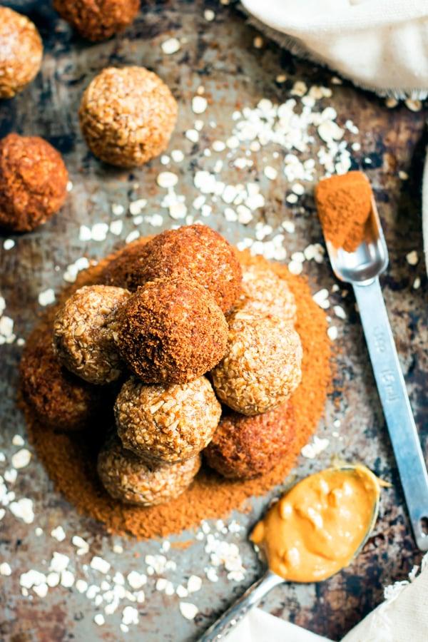One Bowl, No-Bake Peanut Butter Cinnamon Roll Oatmeal Bites   A healthy breakfast or snack recipe.