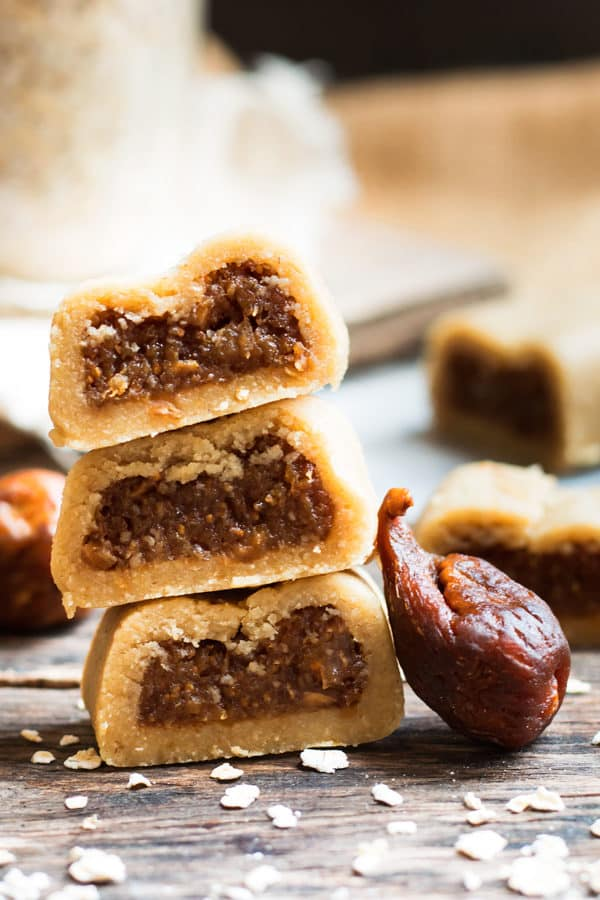 No-Bake Healthy Gluten-Free Fig Newtons | A healthy fig newton recipe that does not require any baking and is made without refined sugar. A kid-friendly, healthy, gluten free and dairy free snack or dessert!