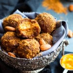No Bake Pumpkin Pie Balls | A gluten free and vegan snack or dessert recipe for pumpkin spiced energy bites made of almond flour and oat flour.