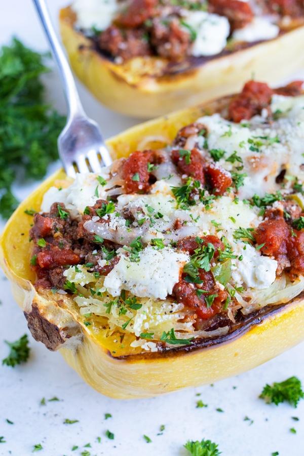 Healthy Lasagna Spaghetti Squash is an easy and healthy main dish.