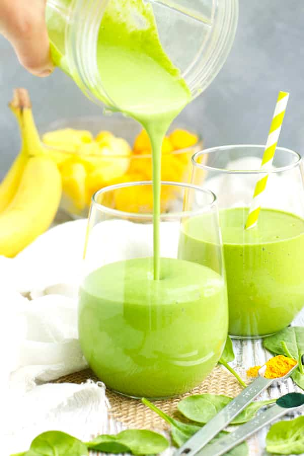Tropical Fruit and Spinach Green Smoothie Recipe | Start off your morning on a healthy note with a big glass full of this fruit and vegetable smoothie recipe!  This healthy green smoothie recipe is loaded with antioxidants, superfood ingredients, over 9 grams of fiber and more than 100% of your daily Vitamin C to keep you full until lunch.