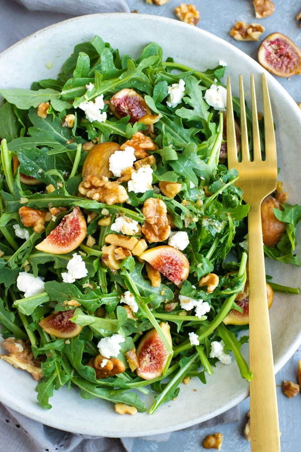 Easy Arugula Fig Salad with Goat Cheese for a healthy lunch.