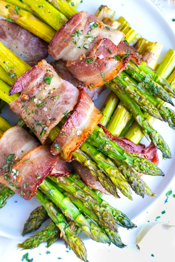 Learn how to make bacon wrapped asparagus recipe that is perfectly crispy every single time.