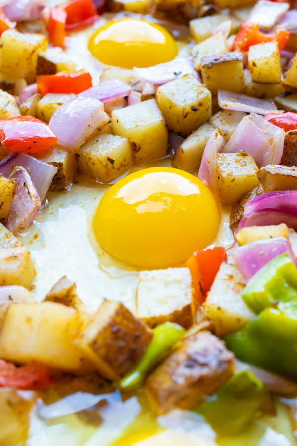 An egg in the middle of a breakfast potatoes recipe.