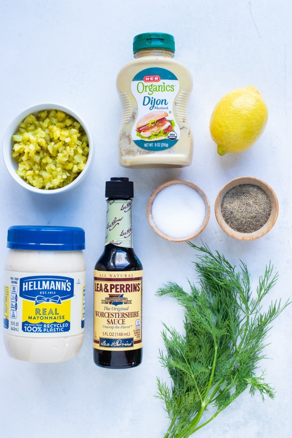 Fresh dill, mayonnaise, mustard, lemon juice, pickles, worcestershire sauce, and sugar are the ingredients used in this sauce.