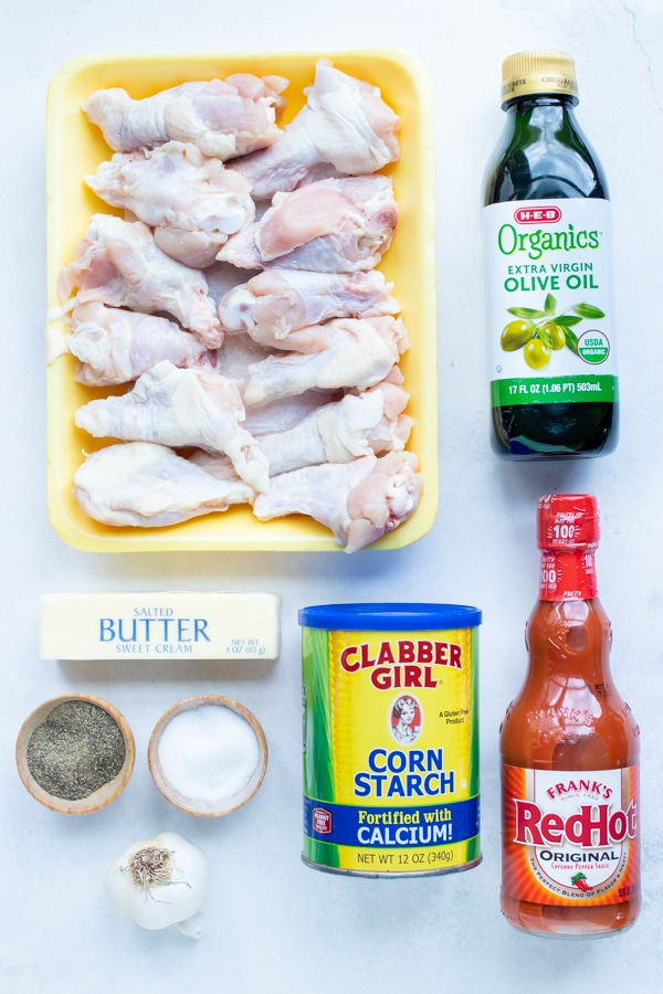 Chicken wings, corn starch, buffalo sauce, salt, pepper, and oil are the ingredients used in this recipe.
