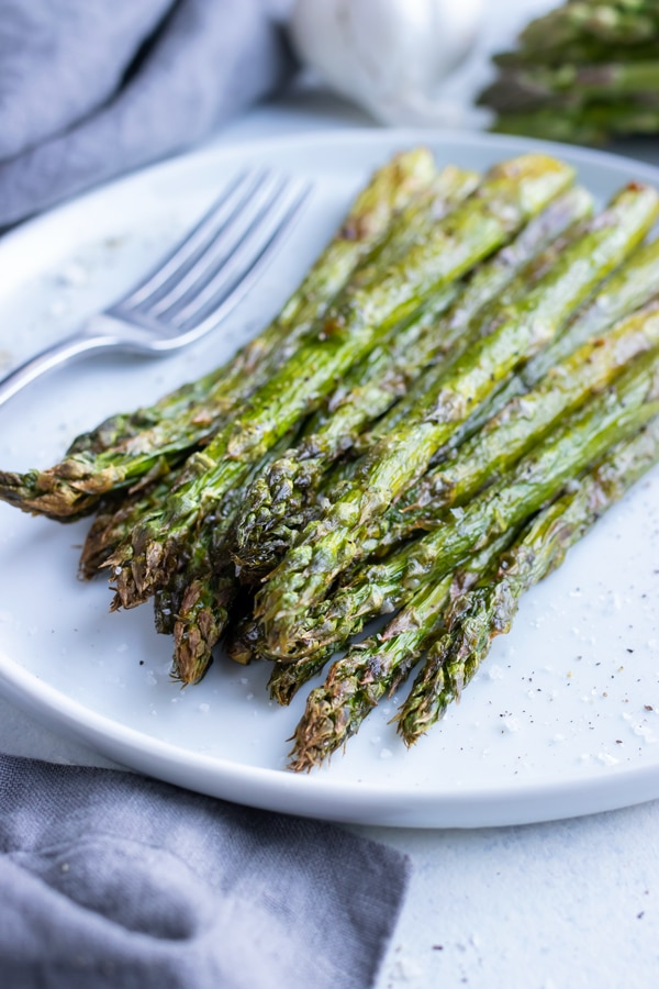 Crispy, low-carb air fryer asparagus is plated for a healthy side.