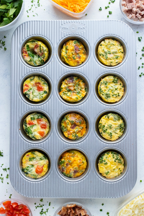 Low-carb breakfast egg muffins are baked with different ingredients.