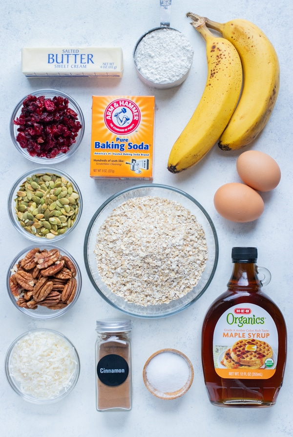Eggs, flour, bananas, sweeteners, oats, baking soda, nuts, and dried fruit are all the ingredients in this recipe.