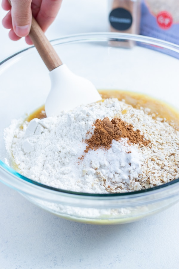 Flour, oats, cinnamon, baking soda, and sweetener are added to the mixture.