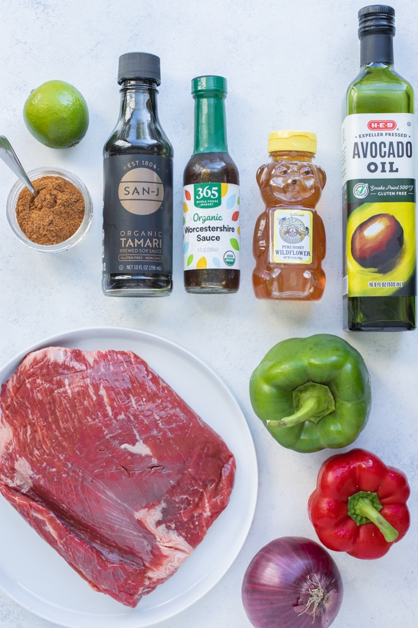 Steak, vegetables, honey, oil, lime juice, soy sauce, taco seasoning, and Worcestershire sauce are the ingredients in this recipe.